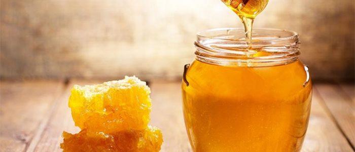 لا تحرمي بشرتك من الفوائد الرائعة التي يقدمها العسل